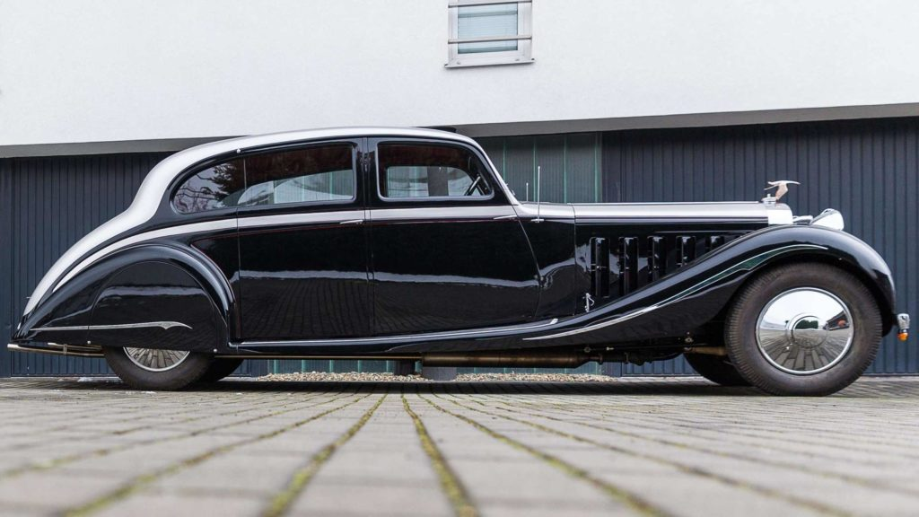 Side view of Hispano Suiza J12 finished in bright silver over black colour, Photo Credit: https://www.artcurial.com/en/lot-1937-hispano-suiza-j12-gurney-nutting-3279-28