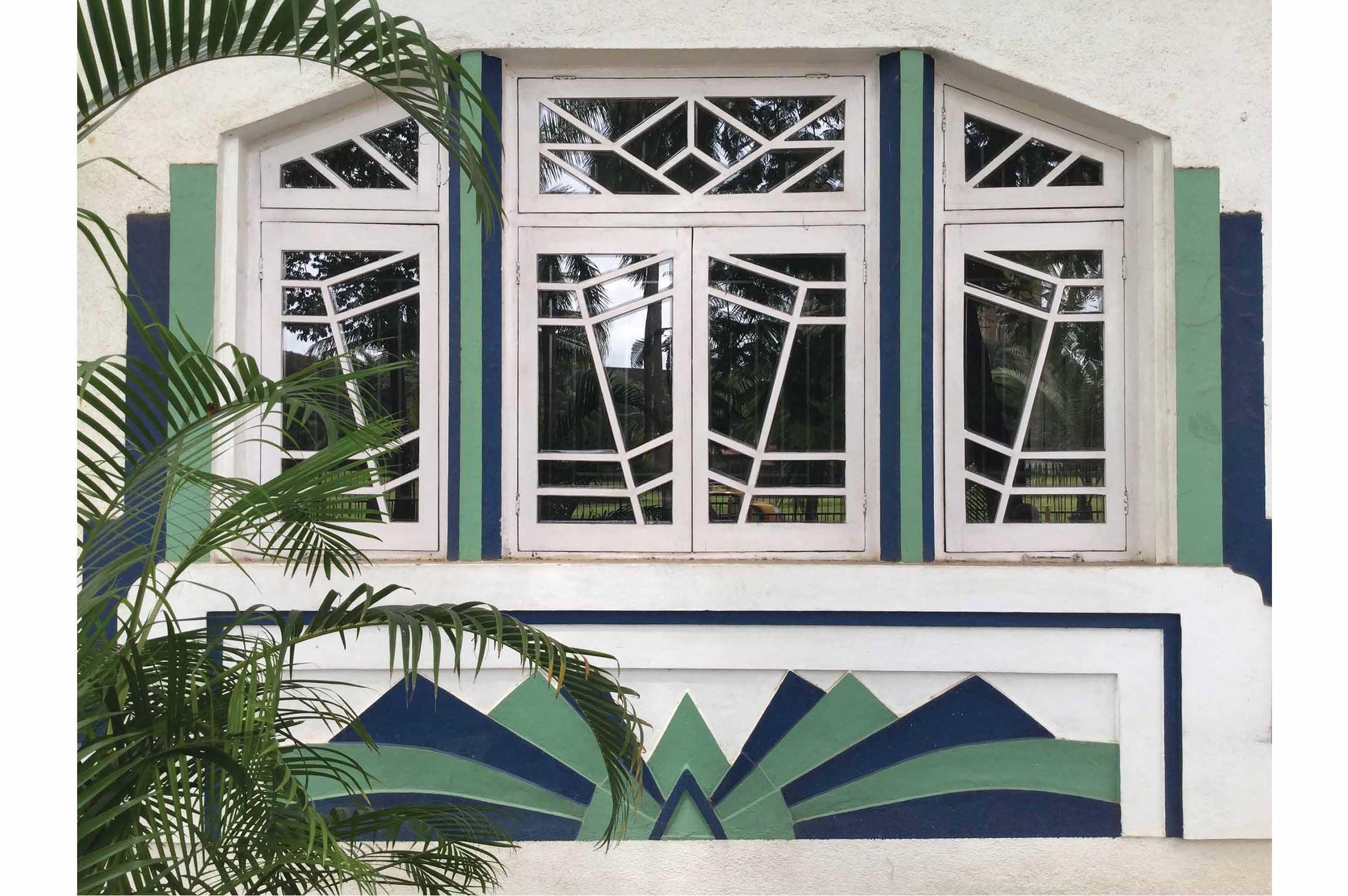 Detailed view of ground floor window on Rajjab Mahal, Oval Maidan