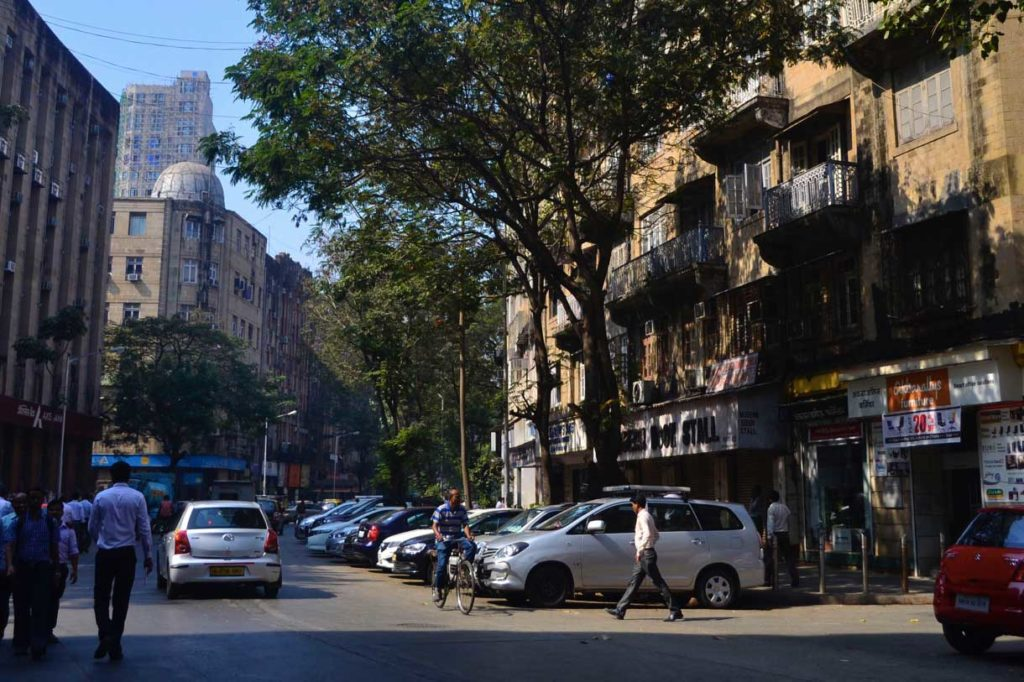 Sir Pherozeshah Mehta Road as it appears today, bordered by offices of uniform height. Source: Maya Sorabjee