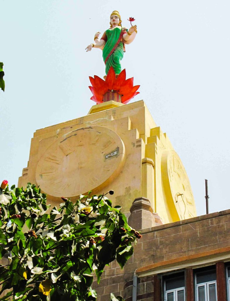 Clock and statue of Lakshmi emerging from a lotus on the tower of the Lakshmi Building. Source: Art Deco Mumbai