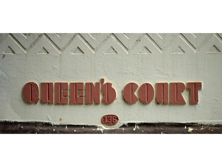 Lettering on Queen's Court, Maharshi Karve Road. Source: Art Deco Mumbai