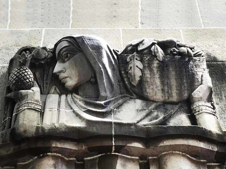 View of relief work detail on the front facade of New India Assurance building; Source: Art Deco Mumbai.