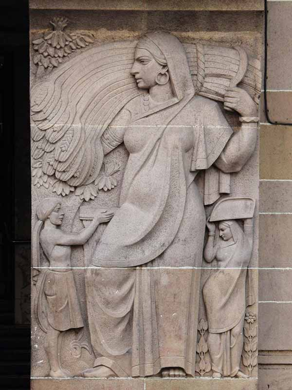 View of the relief work seen along the entrance of New India Assurance building; Source: Art Deco Mumbai.